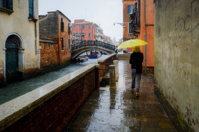 Lady in the rain, Venice